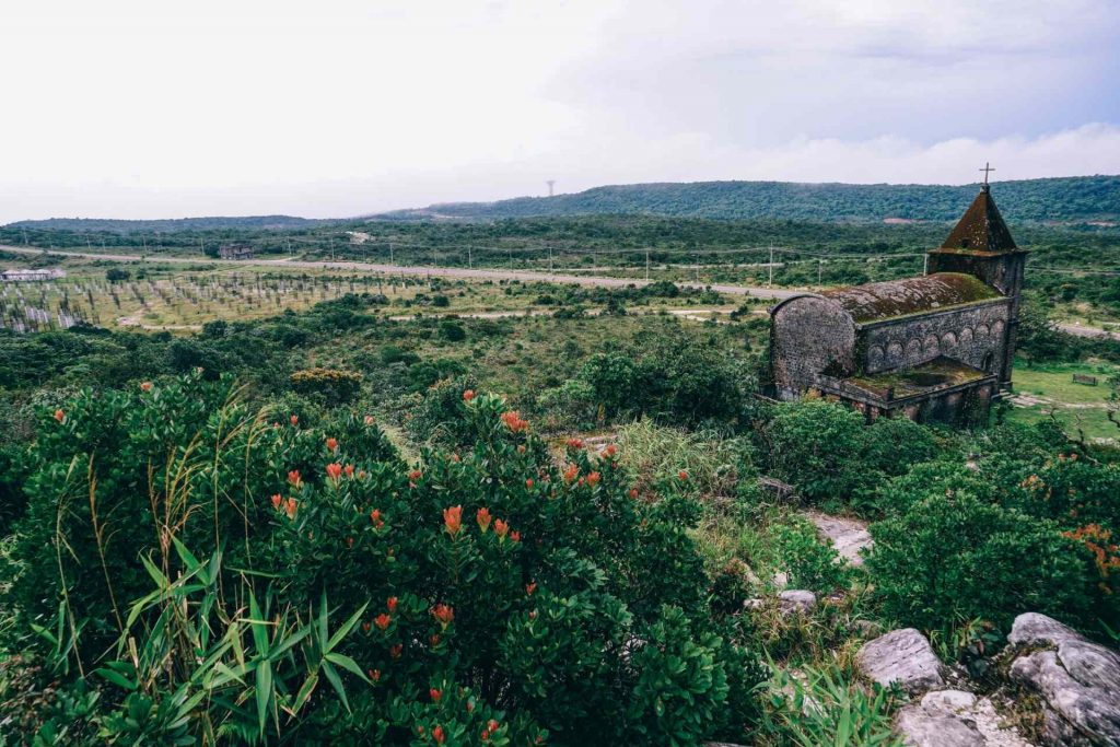 Kampot tours 1 - abandoned-christian-church-on-top-of-bokor-mountain-in-preah-monivong-national-park